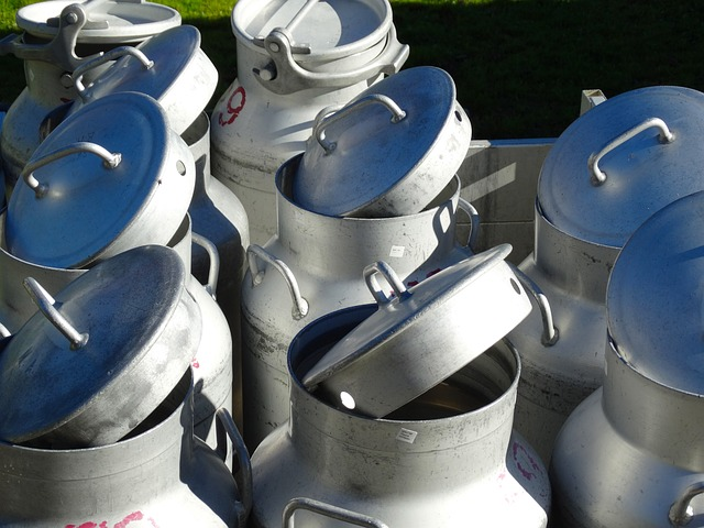 milk-cans-493706_640