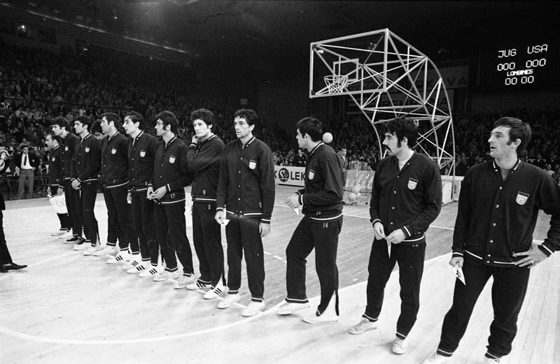 Jugoslovanska ekipa na svetovnem prvenstvu v košarki 23. maja 1970 v Ljubljani pred tekmo Jugoslavija : ZDA, s katero je Jugoslavija postala svetovni prvak.